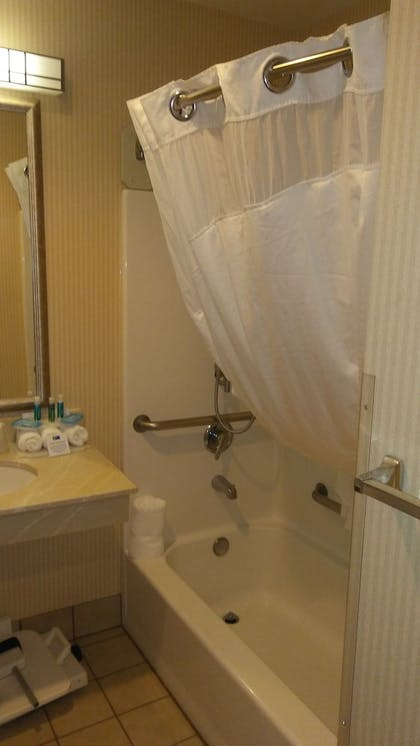 Bathroom | Holiday Inn Express & Suites Bend