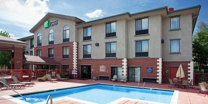 Outdoor Pool | Holiday Inn Express Glenwood Springs