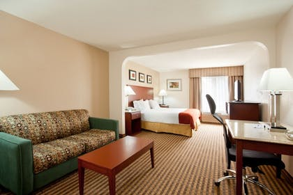 Guestroom   Holiday Inn Express & Suites Three Rivers