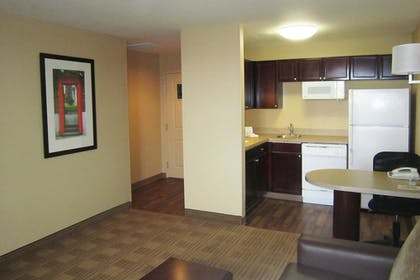 Guestroom | Extended Stay America- Kansas City - Overland Park - Metcalf