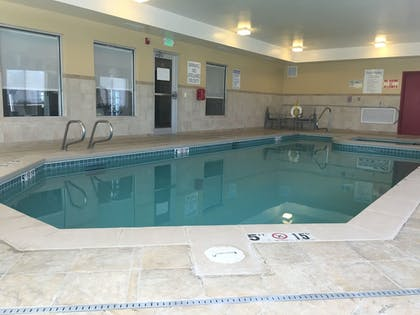 Pool | Holiday Inn Express Hotel & Suites Limon I-70
