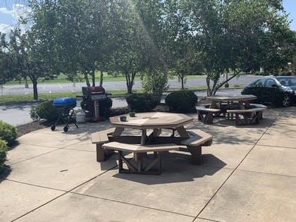 BBQ/Picnic Area | Best Western Shippensburg Hotel