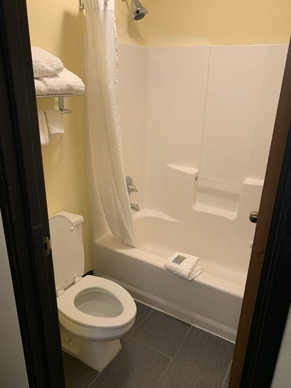 Bathroom | Best Western Shippensburg Hotel
