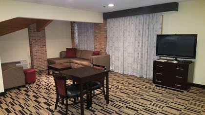 Living Area | Best Western Shippensburg Hotel
