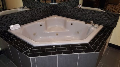 Jetted Tub | Best Western Shippensburg Hotel