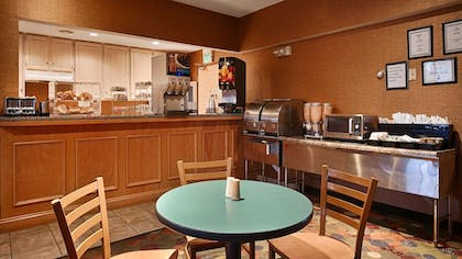 Breakfast Area | Best Western Circus City Inn