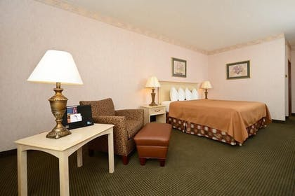 Guestroom | Best Western Circus City Inn