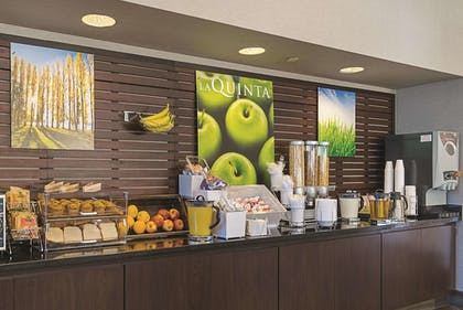 Breakfast Area | La Quinta Inn & Suites by Wyndham Ontario Airport