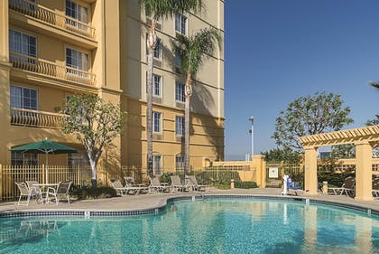 Pool | La Quinta Inn & Suites by Wyndham Ontario Airport