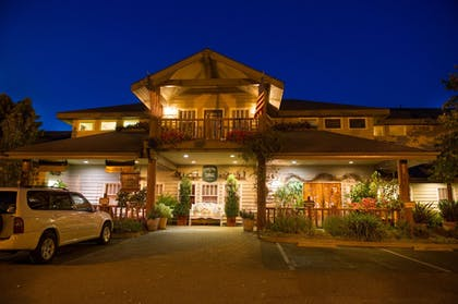 Hotel Front - Evening/Night | Cambria Pines Lodge