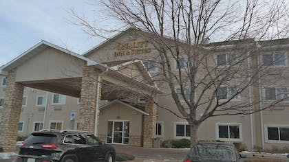 Hotel Front   Quality Inn & Suites