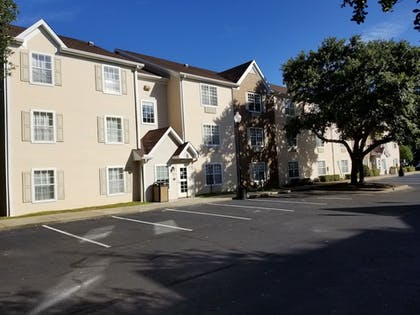 Hotel Front | TownePlace Suites by Marriott Tallahassee N Capital Circle
