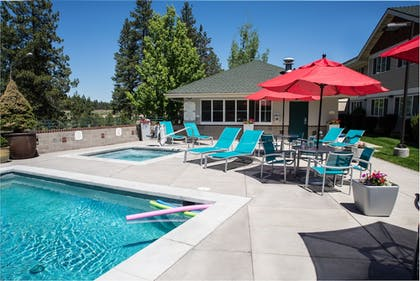 Outdoor Pool | TownePlace Suites Bend Near Mt. Bachelor