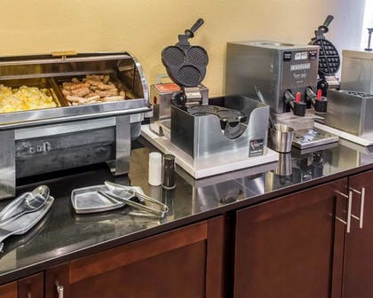 Breakfast Area   MainStay Suites Pittsburgh Airport