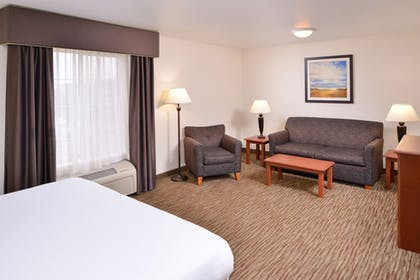 Guestroom | Holiday Inn Express & Suites Sioux Falls At Empire Mall