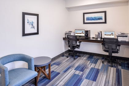 Business Center | Holiday Inn Express & Suites Sioux Falls At Empire Mall
