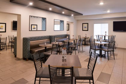 Breakfast Area | Holiday Inn Express & Suites Sioux Falls At Empire Mall