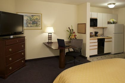 Guestroom | Larkspur Landing Bellevue - An All-Suite Hotel