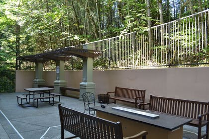 Terrace/Patio | Larkspur Landing Bellevue - An All-Suite Hotel