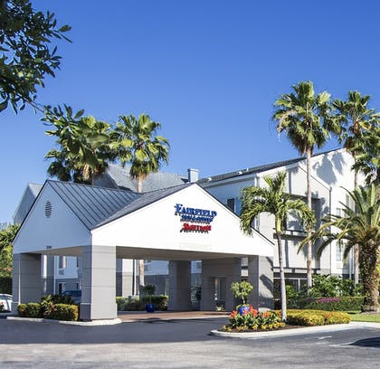 Hotel Entrance | Fairfield Inn & Suites by Marriott Ft. Myers/Cape Coral