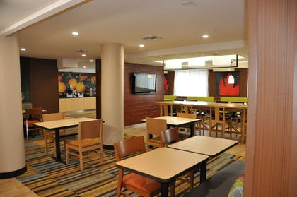 Breakfast Area | Fairfield Inn & Suites by Marriott Ft. Myers/Cape Coral