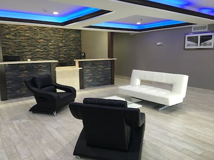 Lobby Sitting Area | Baymont by Wyndham North Little Rock