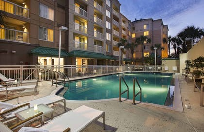 Outdoor Pool | Courtyard by Marriott Orlando Downtown