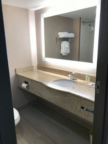 Bathroom | Wingate by Wyndham Convention Ctr Closest Universal Orlando