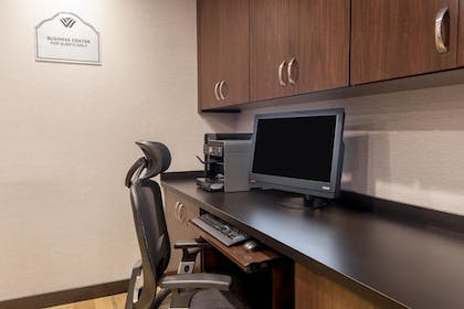 Business Center | Wingate by Wyndham Convention Ctr Closest Universal Orlando