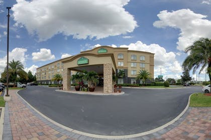 Hotel Front | Wingate by Wyndham Convention Ctr Closest Universal Orlando