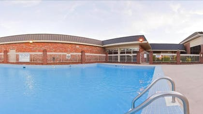 Outdoor Pool | Holiday Inn Express Hotel & Suites Corinth