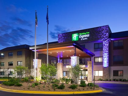 Hotel Front - Evening/Night | Holiday Inn Express & Suites Omaha - 120th and Maple