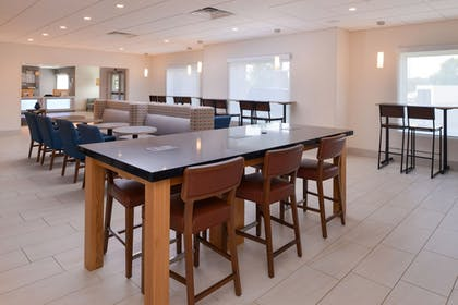 Restaurant | Holiday Inn Express & Suites Omaha - 120th and Maple
