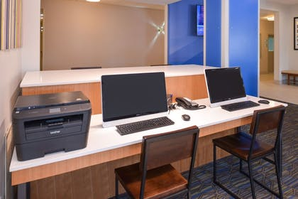 Business Center | Holiday Inn Express & Suites Omaha - 120th and Maple