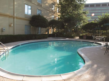 Pool | La Quinta Inn & Suites by Wyndham Memphis Primacy Parkway