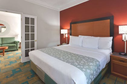 Guestroom | La Quinta Inn & Suites by Wyndham Fremont / Silicon Valley