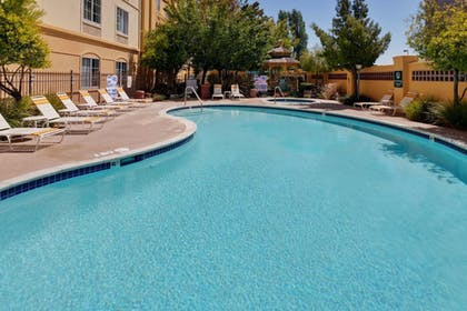 Pool | La Quinta Inn & Suites by Wyndham Fremont / Silicon Valley