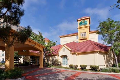 Exterior | La Quinta Inn & Suites by Wyndham Fremont / Silicon Valley
