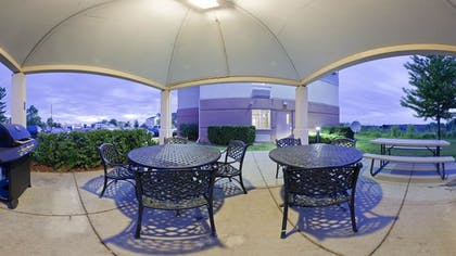 BBQ/Picnic Area | Candlewood Suites Chicago-Waukegan