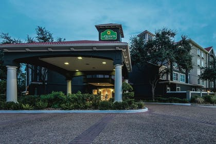 Exterior | La Quinta Inn & Suites by Wyndham Houston Bush IAH South