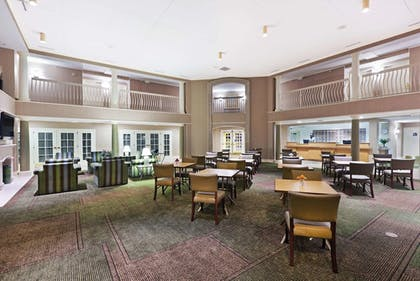 Lobby | La Quinta Inn & Suites by Wyndham Houston Bush IAH South