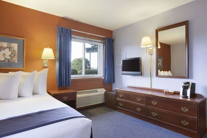 Guestroom | Travelodge by Wyndham Motel of St Cloud