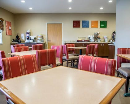 Breakfast Area   Comfort Inn And Suites Riverview