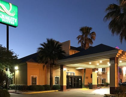 Hotel Front - Evening/Night | Quality Suites Cy - Fair at Jones Road