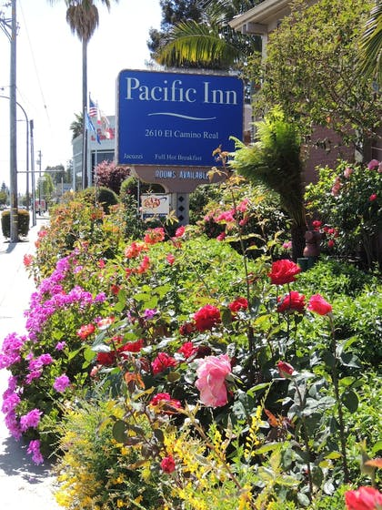 Exterior detail | Pacific Inn of Redwood City