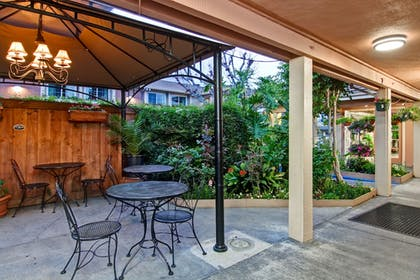 Outdoor Dining | Pacific Inn of Redwood City