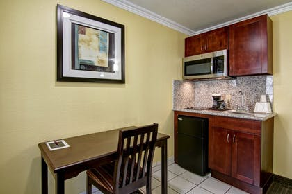 In-Room Kitchenette | Pacific Inn of Redwood City