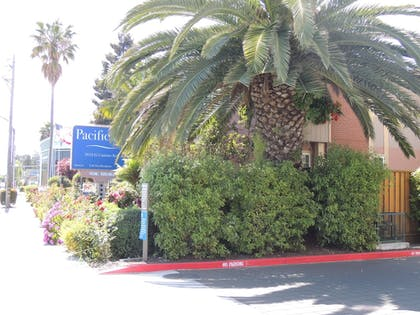Hotel Front | Pacific Inn of Redwood City