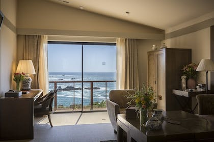 In-Room Dining | Heritage House Resort & Spa