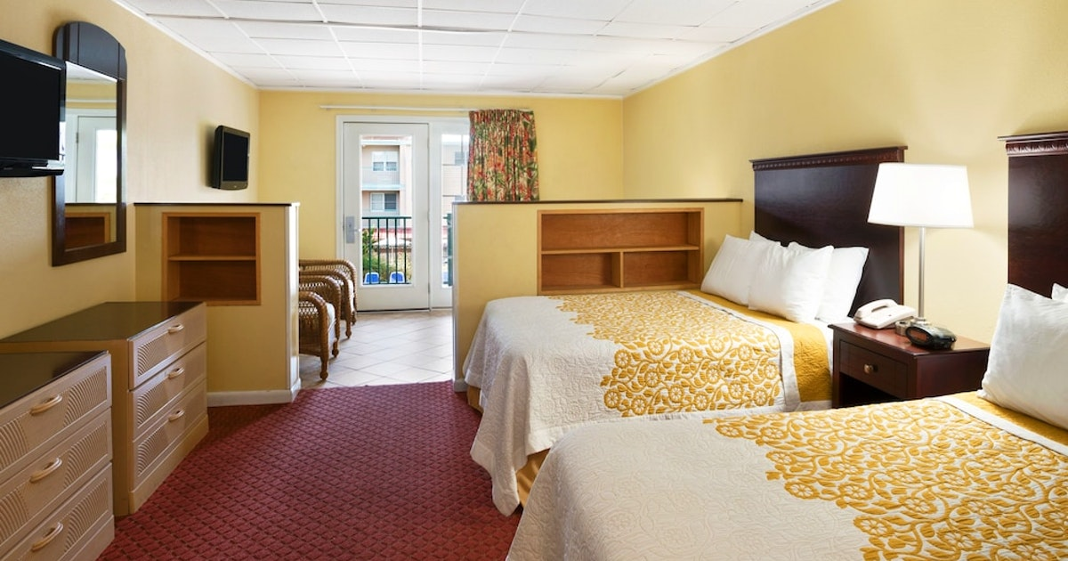 2 Double Beds And 1 King Bed, One-Bedroom Suite, Pool View
